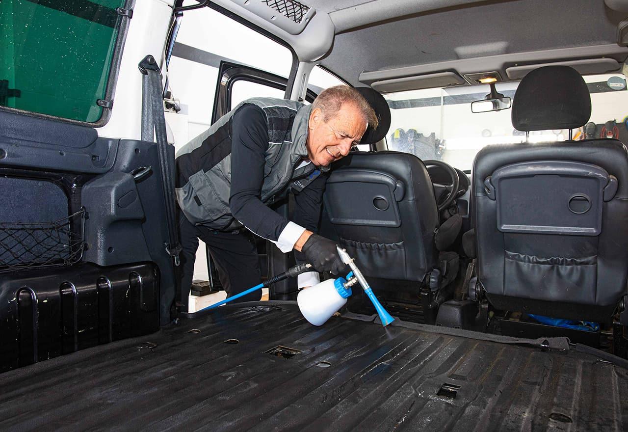 reinigung eines autos bei sostar